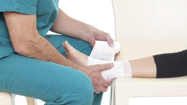 entorse cheville osteopathie florent schoofs osteopathe pour entorse cheville osteopathe paris 7 osteopathe 75007